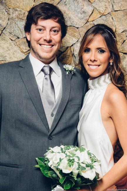 Fotos de casamento, Bendita Fotografia, Vestido de Noiva, mini wedding, noiva, casamento em casa,  noiva, foto posada de noivos