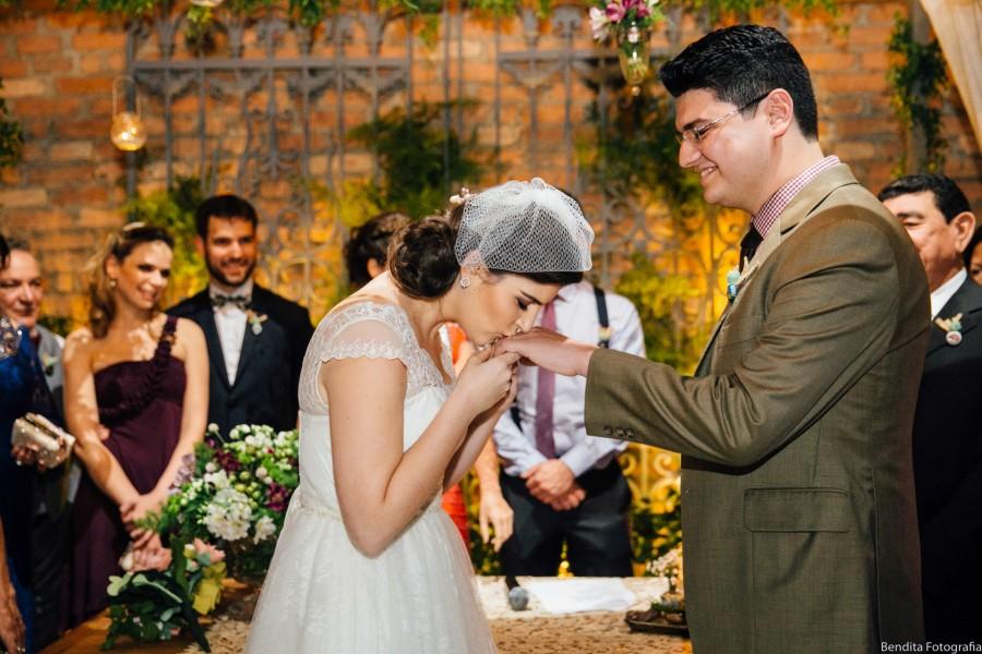 fotos de casamento, casamento, wedding, casamento de noite, Denise e cabeção, Casa Quintal, Sao Paulo, Bolo de oreo, Topo de bolo de lego, noivinhos de lego, buque de feltro, Espaço Be,