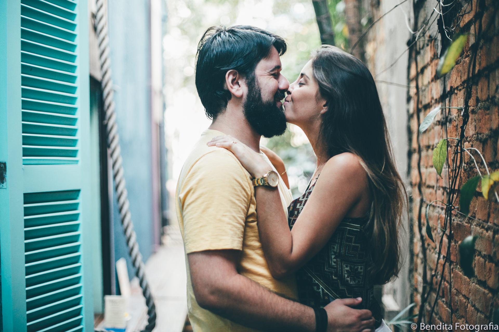 ensaio-de-fotos-de-casal-sofa-cafe-ensaio-de-fotos-ensaio-de-casal-fotos-de-casal-bendita-fotografia_0