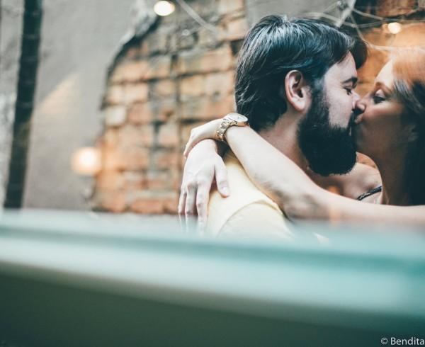 ensaio-de-fotos-de-casal-sofa-cafe-ensaio-de-fotos-ensaio-de-casal-fotos-de-casal-bendita-fotografia